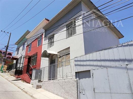 Amplia casa en arriendo Cerro Polanco, Valparaiso.
