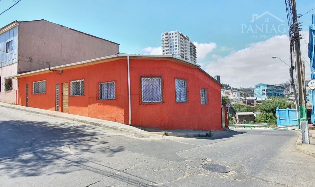 Casa en venta de gran terreno en Cerro Larrain, Valparaiso.