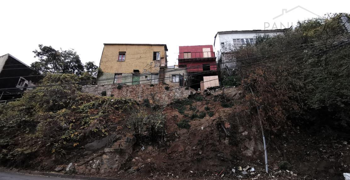 Terreno en venta con dos construcciones, Valparaiso.