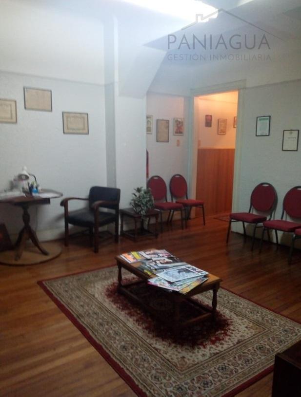 Se arrienda oficina a profesionales en Valparaíso.
