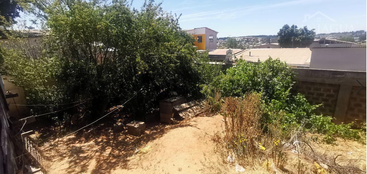 Terreno en venta con casa construida en Glorias Navales.
