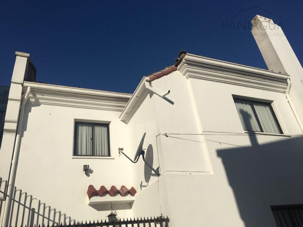Casa en venta, sector Oriente de Viña a metros de Libertad.