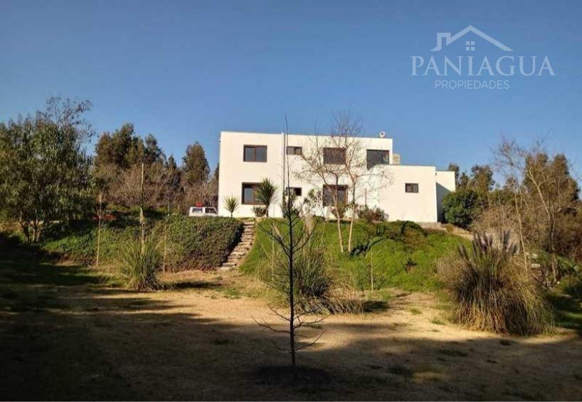 Parcela de 5000 mts2 con gran casa construida en Melipilla.